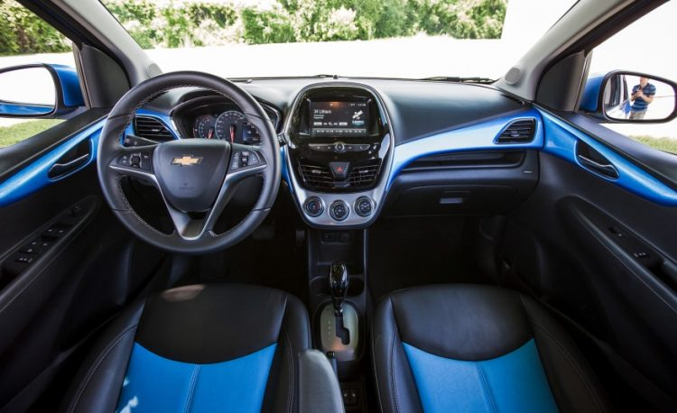 Фото интерьера Chevrolet Spark 2020-2021 года