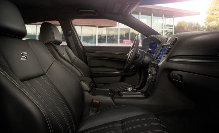 Цена на новый Крайслер 300С
