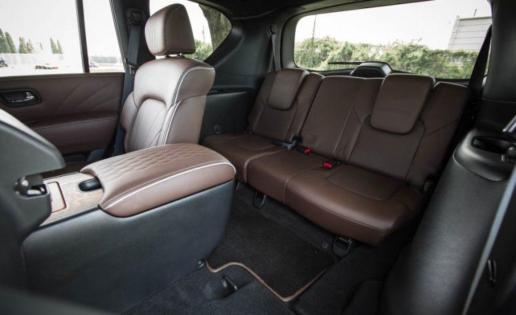 Фото пассажирских мест в Инфинити QX80