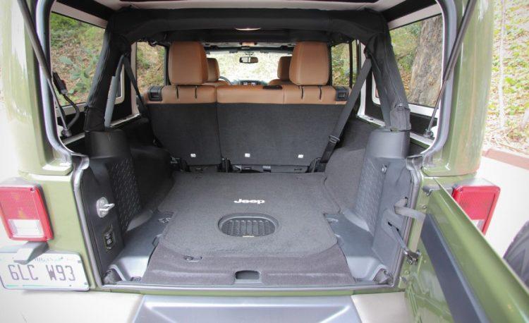 Багажное отделение Jeep Wrangler 2016-2017 года