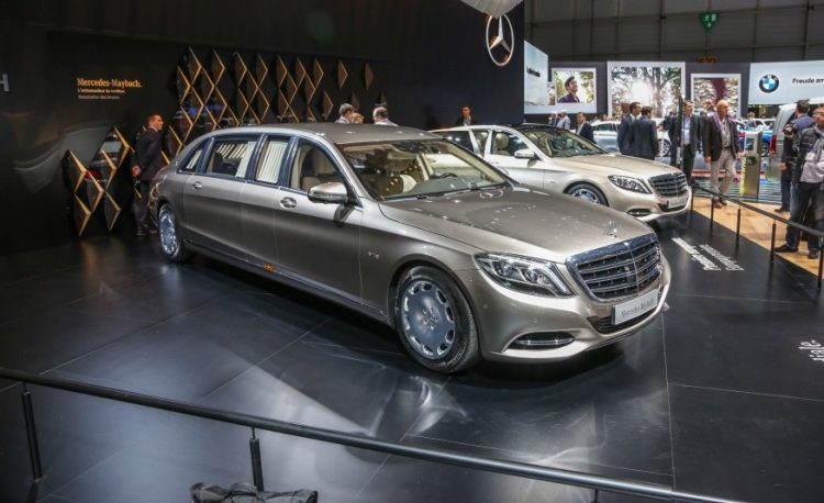 На фото лимузин Mercedes-Maybach Pullman