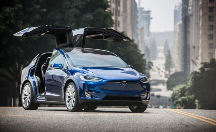 Современный Марти МакФлай для путешествий во времени выбрал бы Tesla Model X