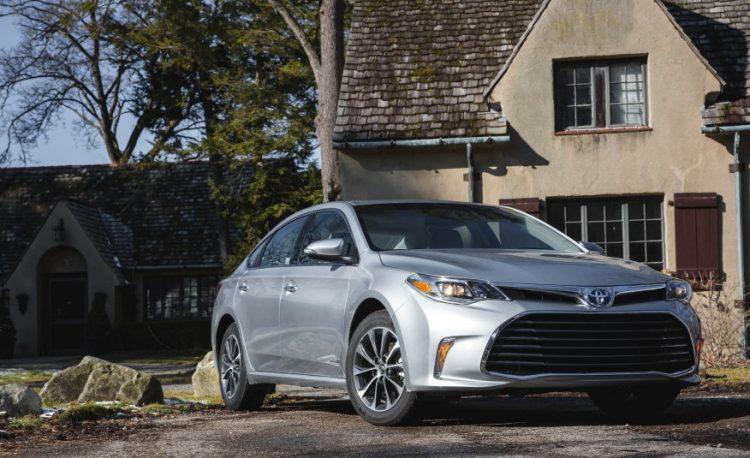 Toyota Avalon Hybrid 2020-2021 года