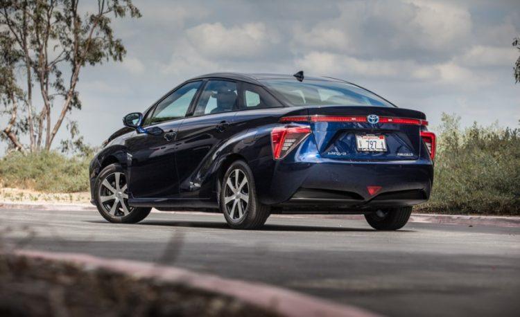 Комплектации и цены Тойота Мирай 2016-2017