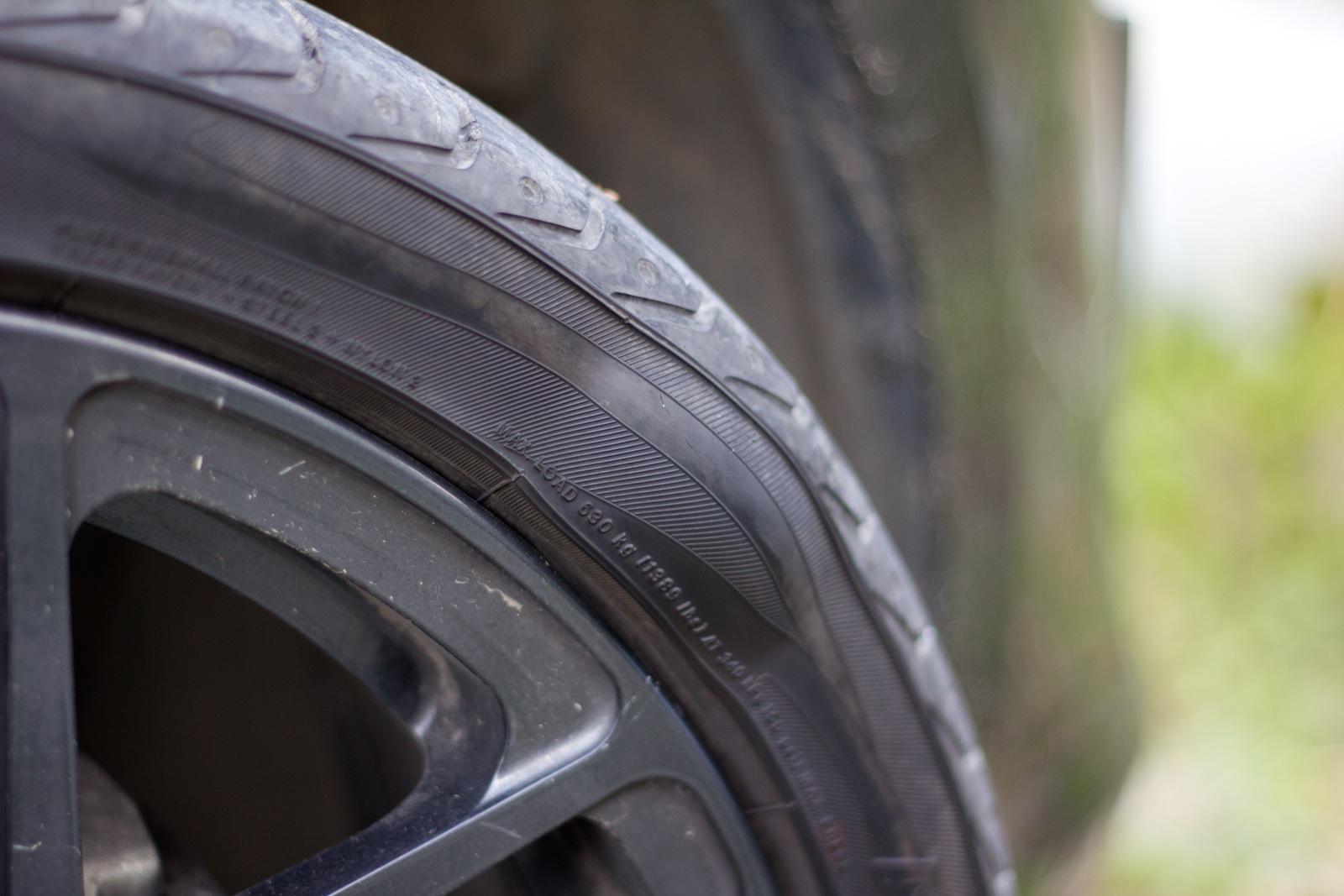 Можно ли ездить с грыжей на колесе: что делать, как убрать