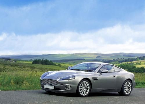 Главный помощник Джеймса Бонда Aston Martin Vanquish в современном мире