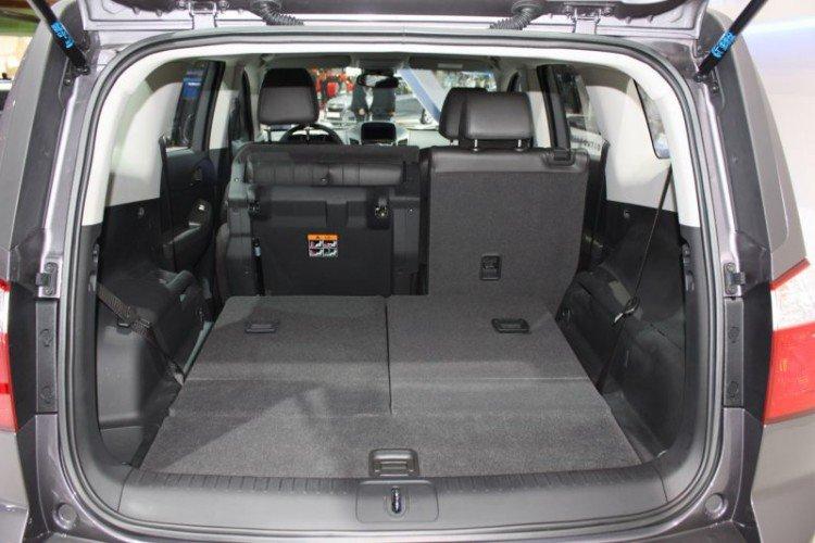 Вместительный багажник Шевроле Орландо