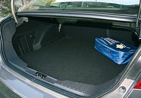 Вместительный багажник слегка портит узковатый проем