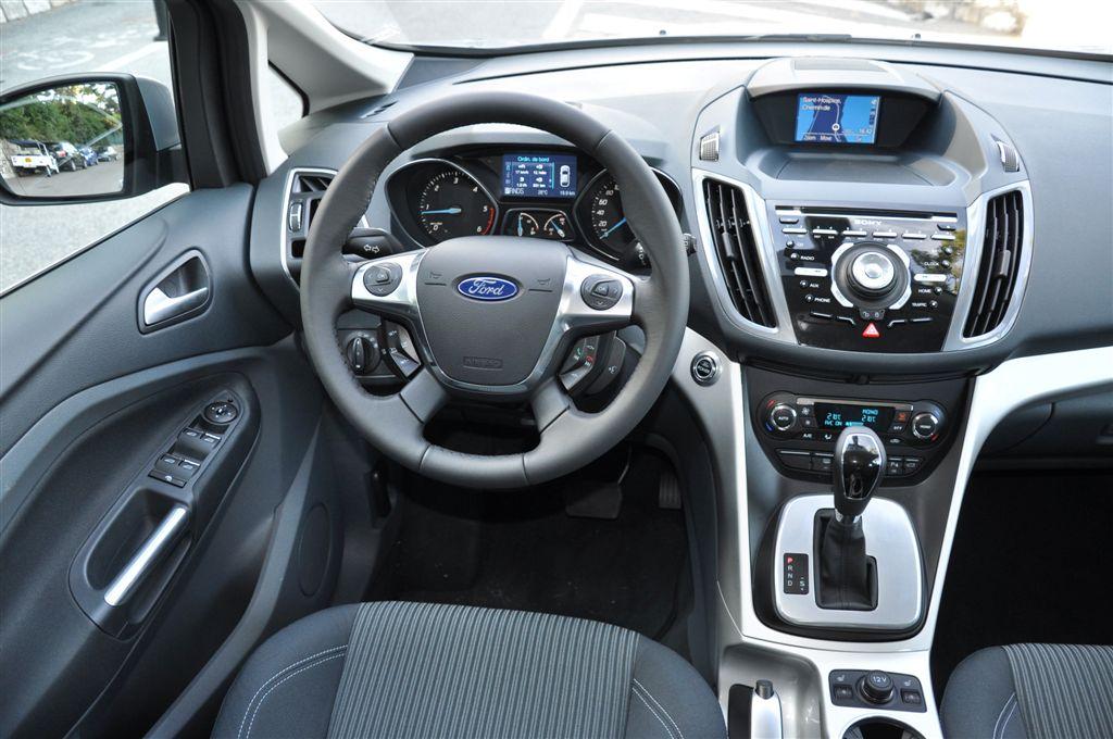 Интерьер Ford Grand C-Max, смотрится просто прекрасно