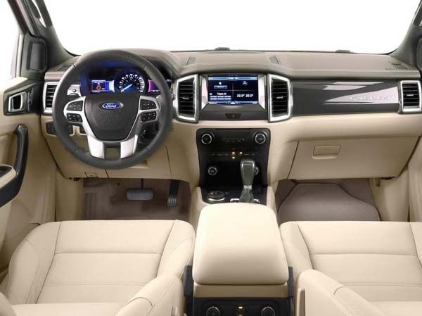 Салон автомобиля Ford Ranger 2016-2017 модельного года