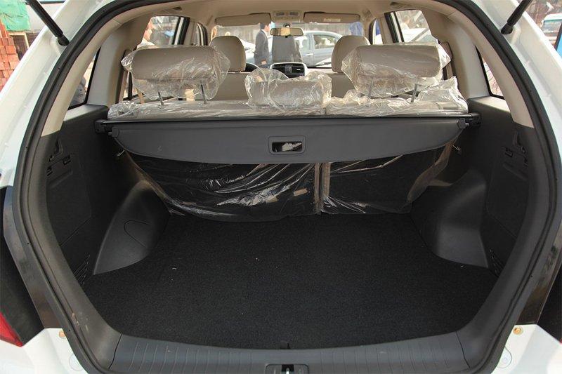 Многих владельцев Lifan X60 порадует вместительный багажник