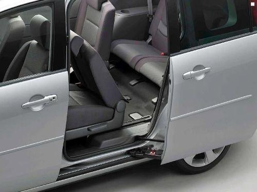 Сдвижные двери Mazda5, явно лучше распашных дверей конкурентов