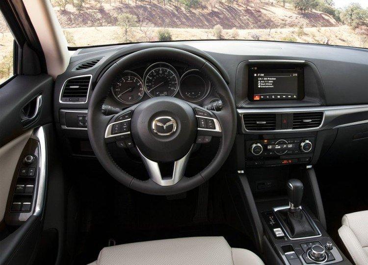 Салон автомобиля Mazda CX-5 2016-2017