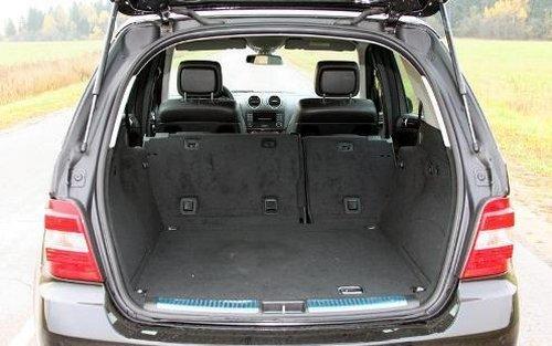 При складывании сидений в багажнике появляется много дополнительного места