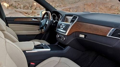 Салон Mercedes-Benz ML 350 смотрится красиво и богато