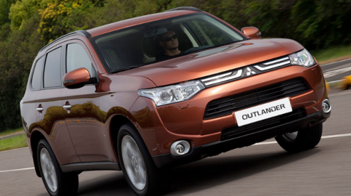 Новый Mitsubishi Outlander XL 3.0 Ultimate на дороге