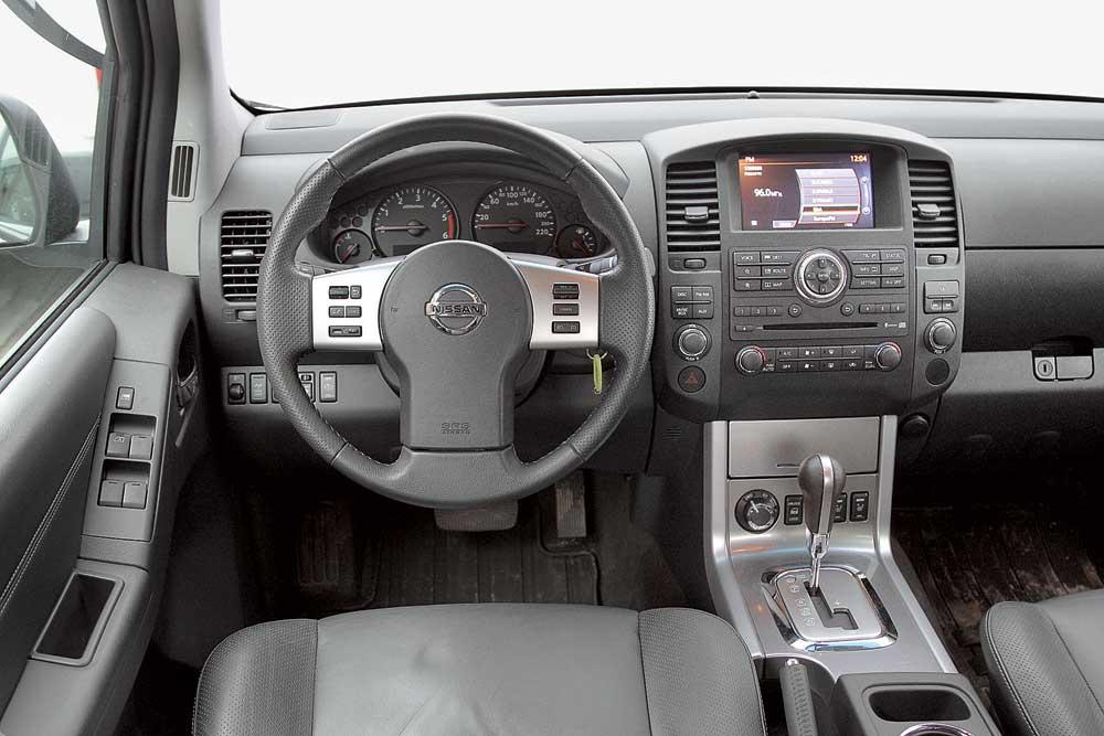 Nissan Navara не удалось скрыть свой возраст в дизайне