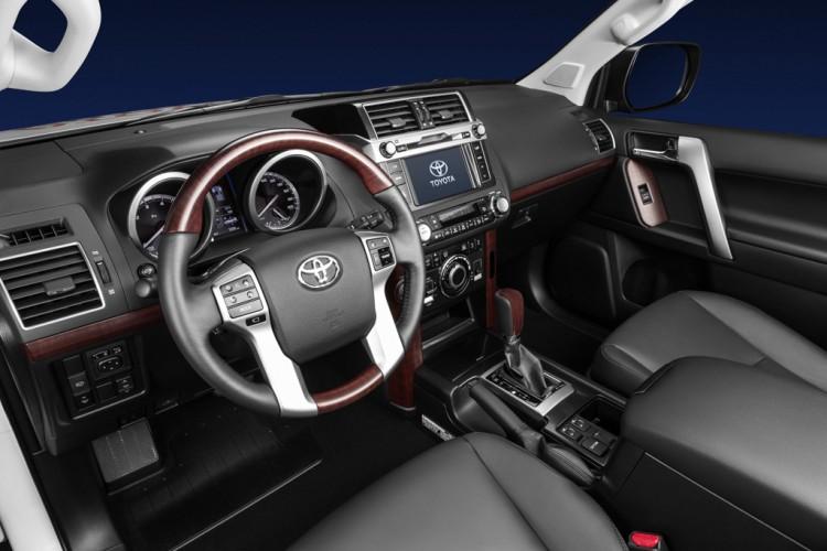 Cалон автомобиля Тойота Ленд Крузер Прадо 2016-2017