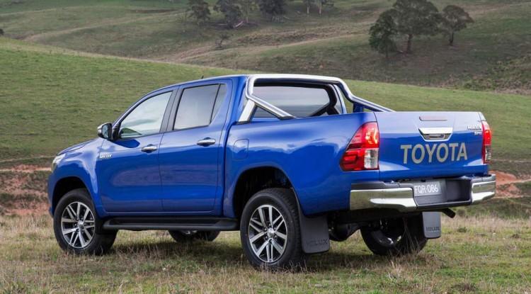 Автомобиль Toyota Hilux 2016-2017 года
