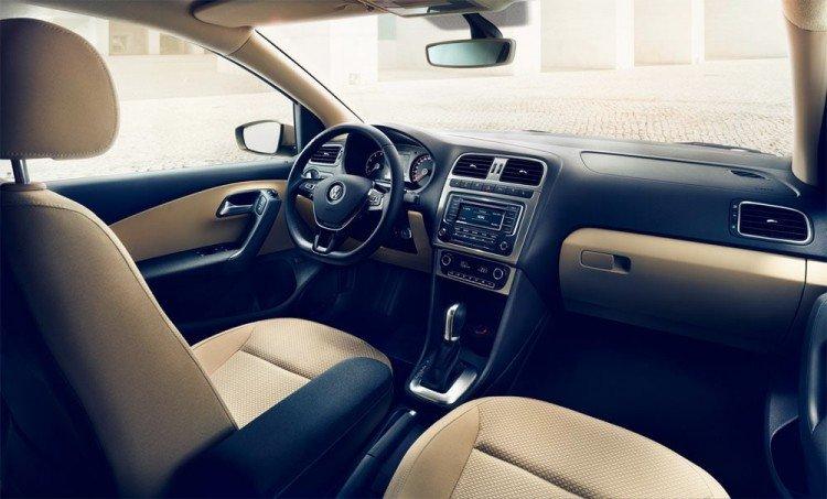 Внутри салона Volkswagen Polo sedan 2016-2017