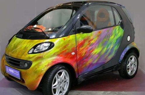 Яркая машина необычной расцветки