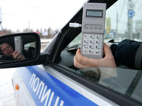 Алкотестеры используются сотрудниками ГИБДД, но водители также стали покупать данное устройство