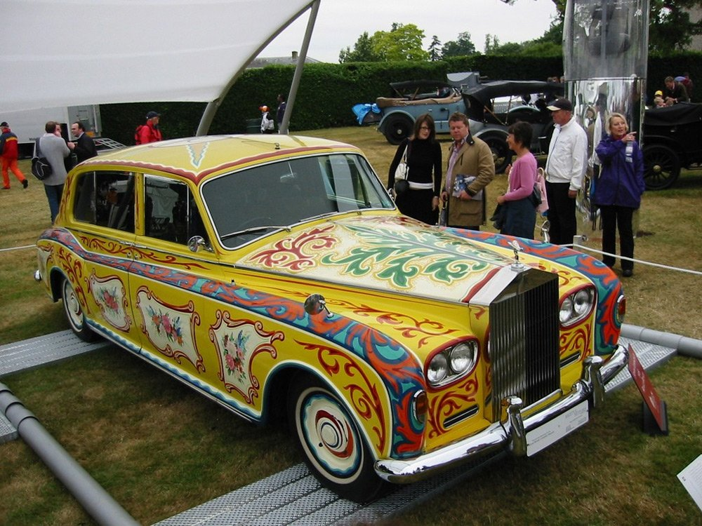 Необичный дизайн автомобиля Джона Леннона