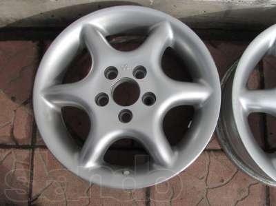 Автомобильный диск с креплением на 5 болтов