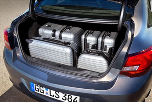Объемный багажник не может не радовать любителей путешествий и родителей с детьми