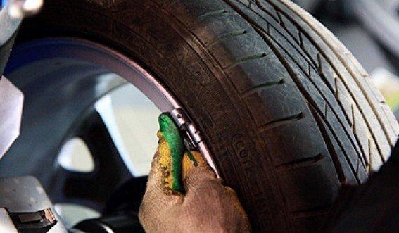 Также, следует проверить балансировку колес