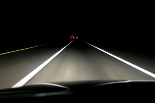 Отправляясь в ночное путешествие, позаботьтесь о чистоте лобового стекла