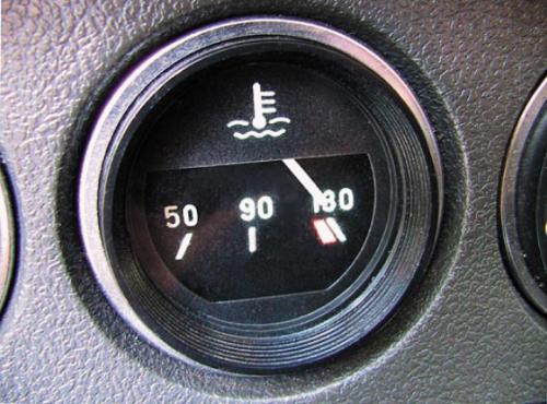 Контролируйте температуру жидкости в двигателе при помощи датчика