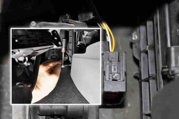 Демонтаж крышки салонного фильтра