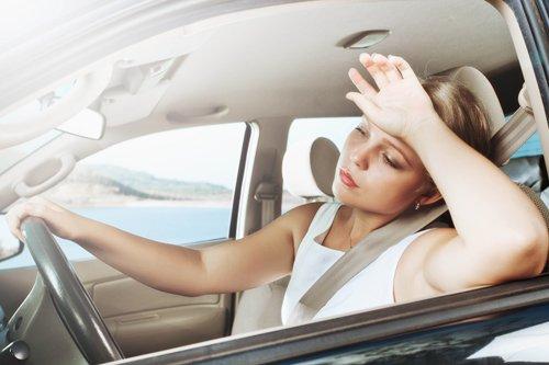 Доступ свежего воздуха отлично помогает водителю справляться с сонливостью