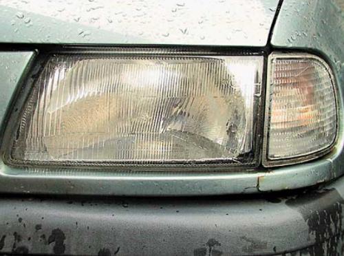 Запотевшие и помутневшие фары это важный сигнал для покупателя при выборе авто