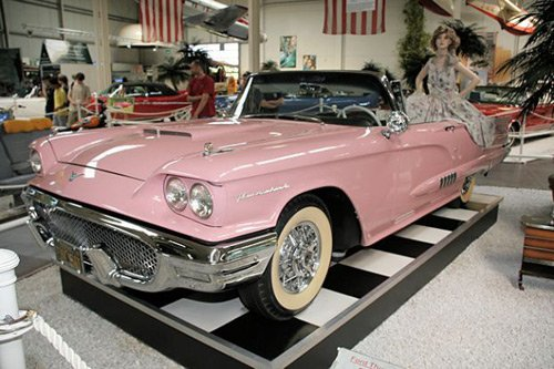 Знаменитый розовый Ford Мэрилин Монро