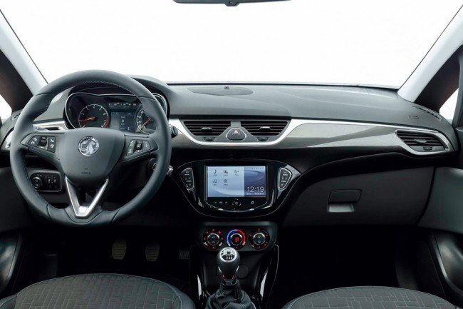 Заглянем в салон Opel Corsa 2016-2017 года