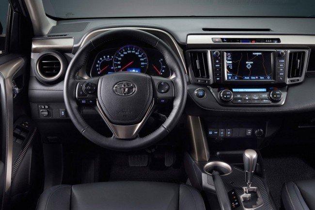В салоне Toyota RAV 4 2016-2017 года
