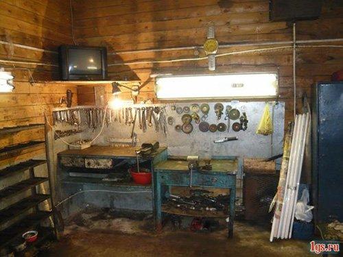 Частник работает в своем гараже подручными средствами