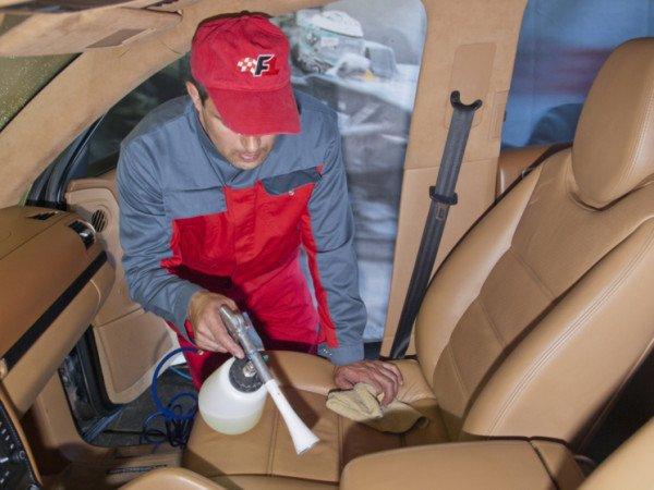 Профессиональная химчистка автомобиля