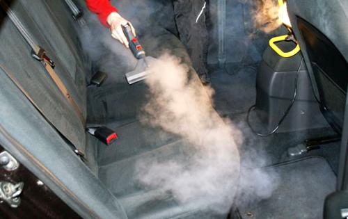 Если тканевая обивка сидений не слишком сильно загрязнена – можно воспользоваться паровым пылесосом