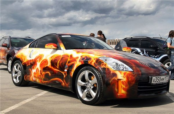 Яркая окраска автомобиля аэрографом