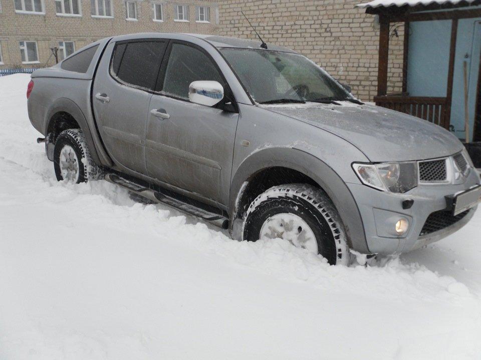 Вытащить автомобиль из снега можно различными способами