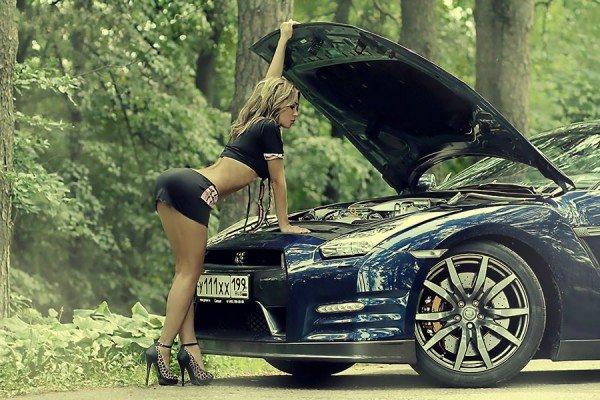 Капот автомобиля резонирует