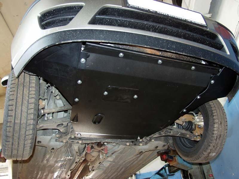 Защита картера двигателя установленная на машину