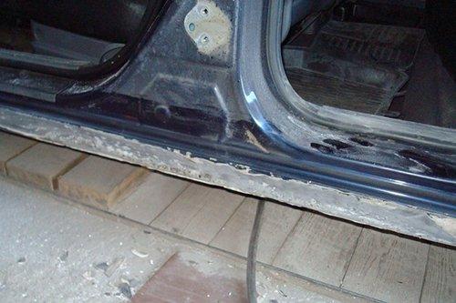 Подвергшиеся коррозии пороги нужно срочно ремонтировать