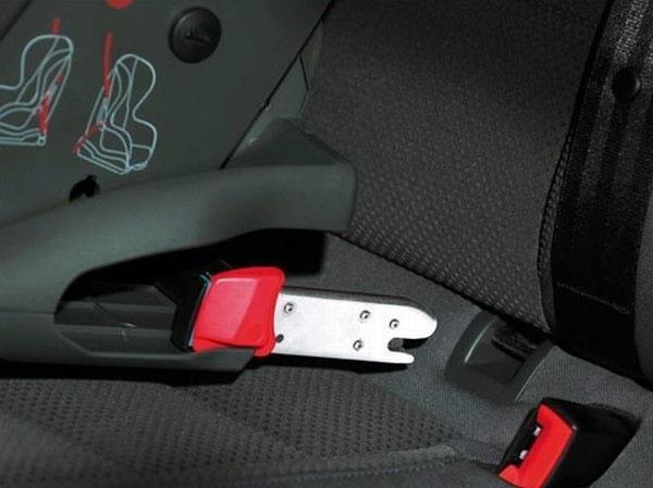 Необходимо убедиться, что крепления кресла подходят к автомобилю