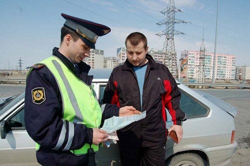 Инспектор ГИБДД обязан выдать нарушителю временное разрешение на вождение, взамен изъятого ВУ