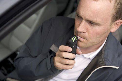 Любой автолюбитель может приобрести алкотестер для личного пользования