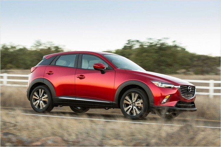 На фото - Mazda CX-3 2020-2021